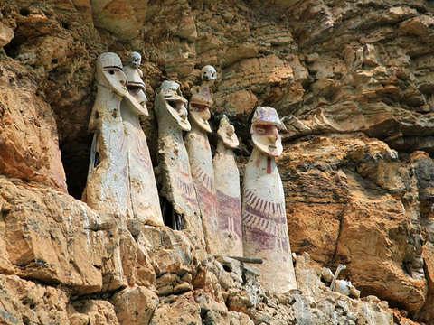 Tour: Sarcófagos de Karajia y la Caverna de Quiocta