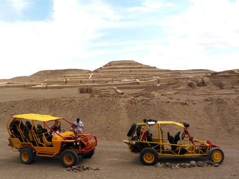 Nazca: Tour Al Templo Cahuachi y Sandboard en Dunas Usaka